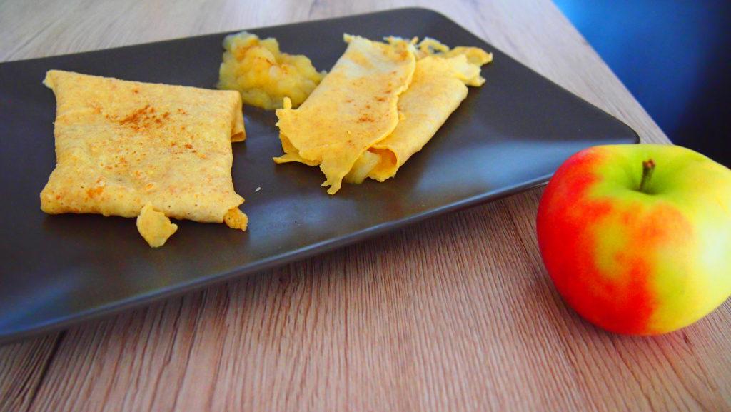 Vollwertige Crepes mit Apfelkompott