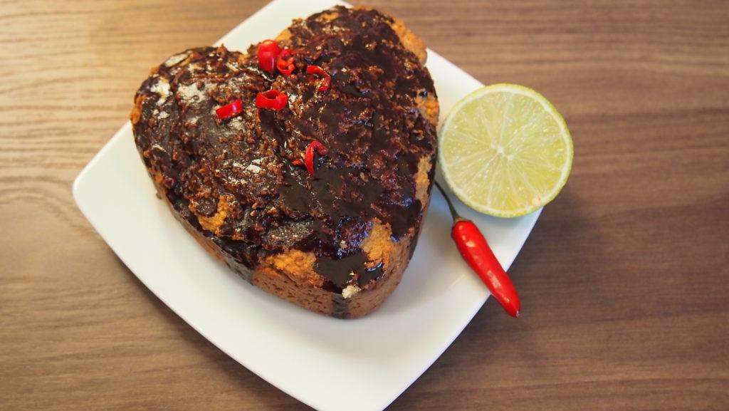 Kokos-Limetten-Kuchen mit selbstgemachter Schokoladen-Chili-Glasur