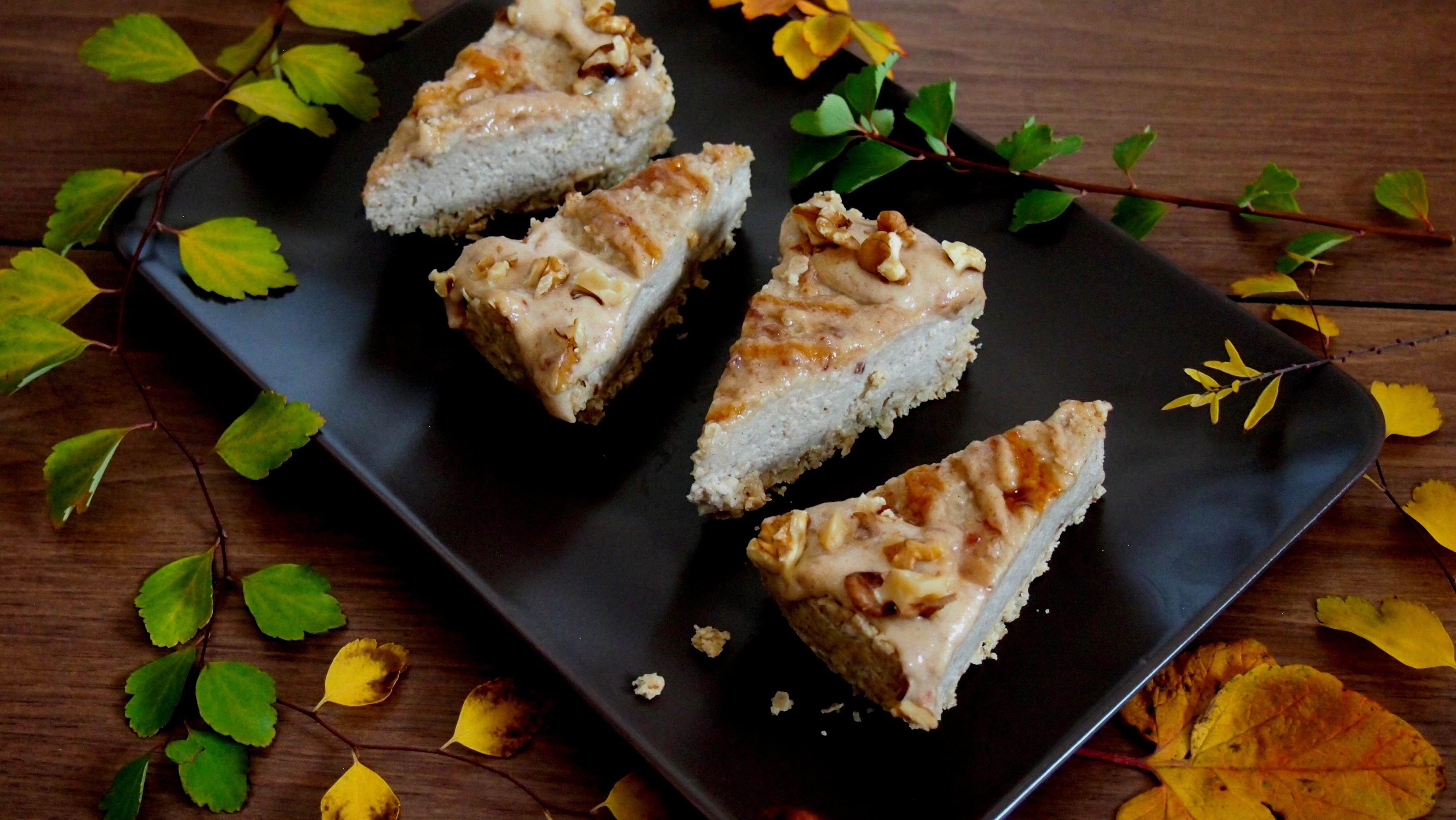 Käsekuchen mit Datteln und Sesammus