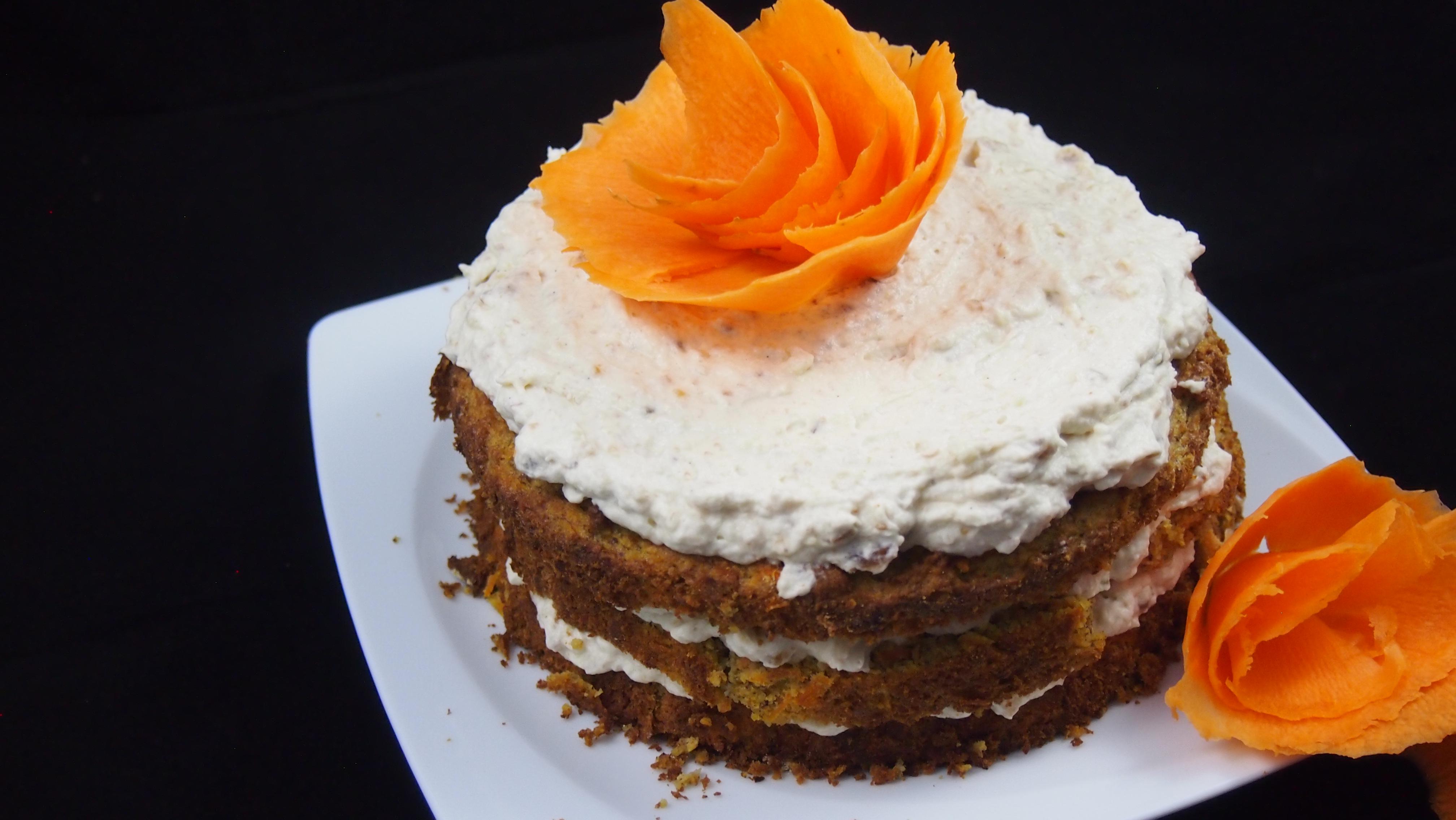 Gesunde Karottentorte mit Frischkäse-Sahne