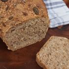 Vollkorn Dinkel Brot mit Sonnenblumenkernen (vegan)