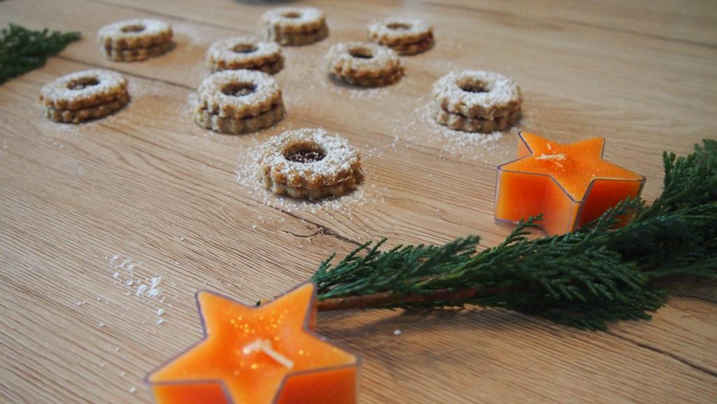 Nussige Haferplätzchen mit Marmelade