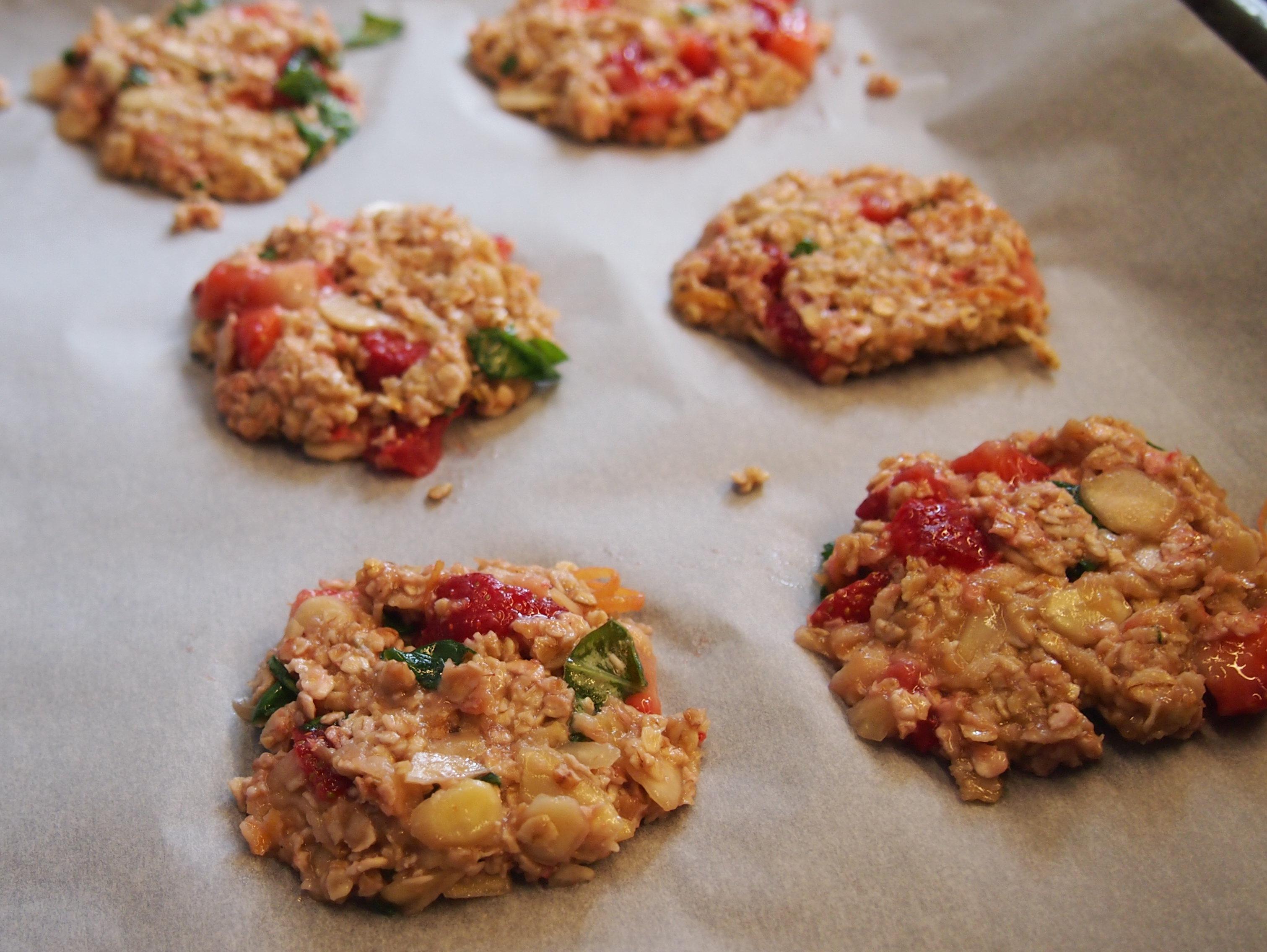 Vegane Erdbeer Basilikum Cookies ohne Zucker