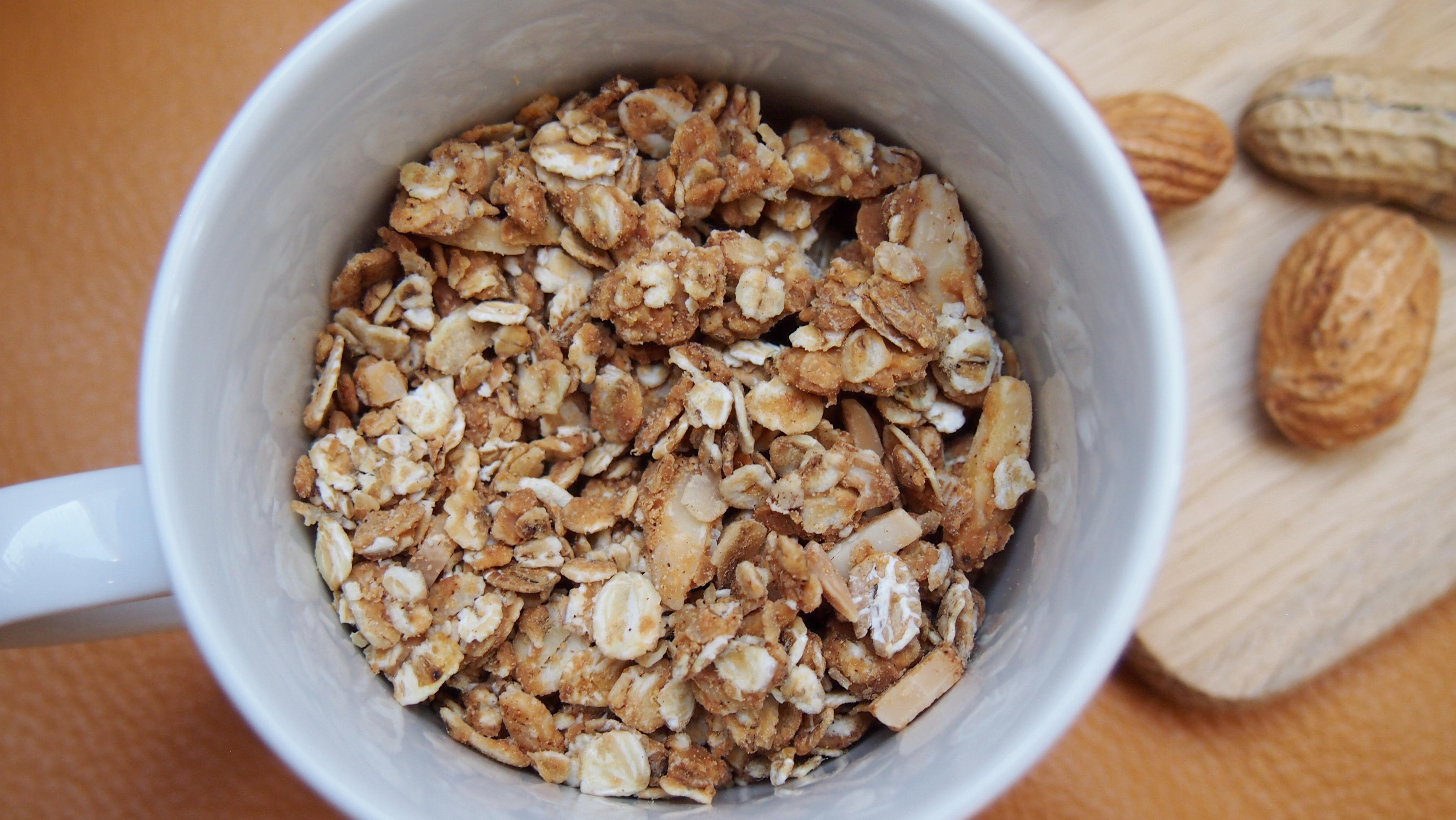 Erdnussbutter Granola