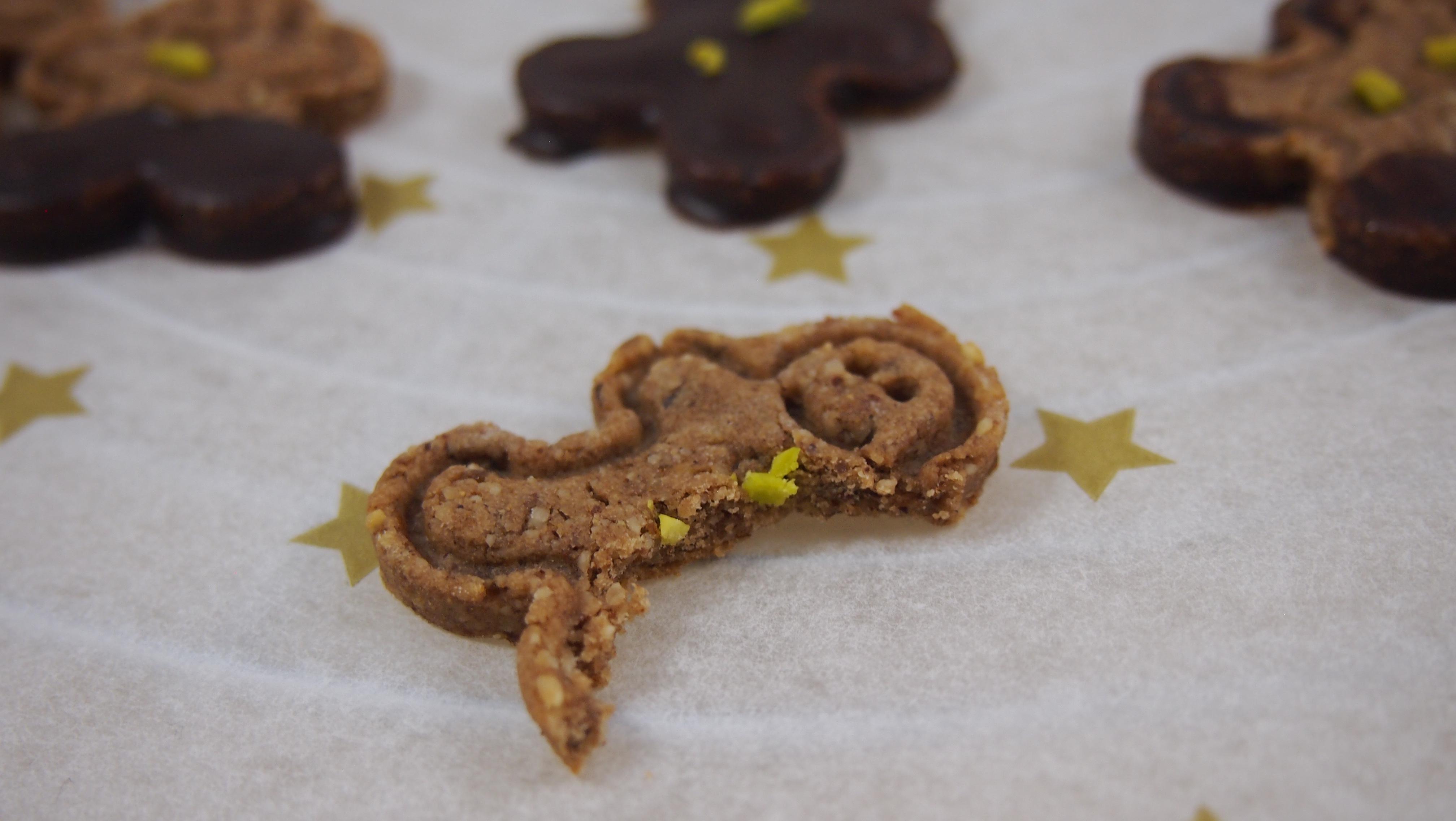 Zuckerfreie Lebkuchenkekse mit selbstgemachter Schokolade