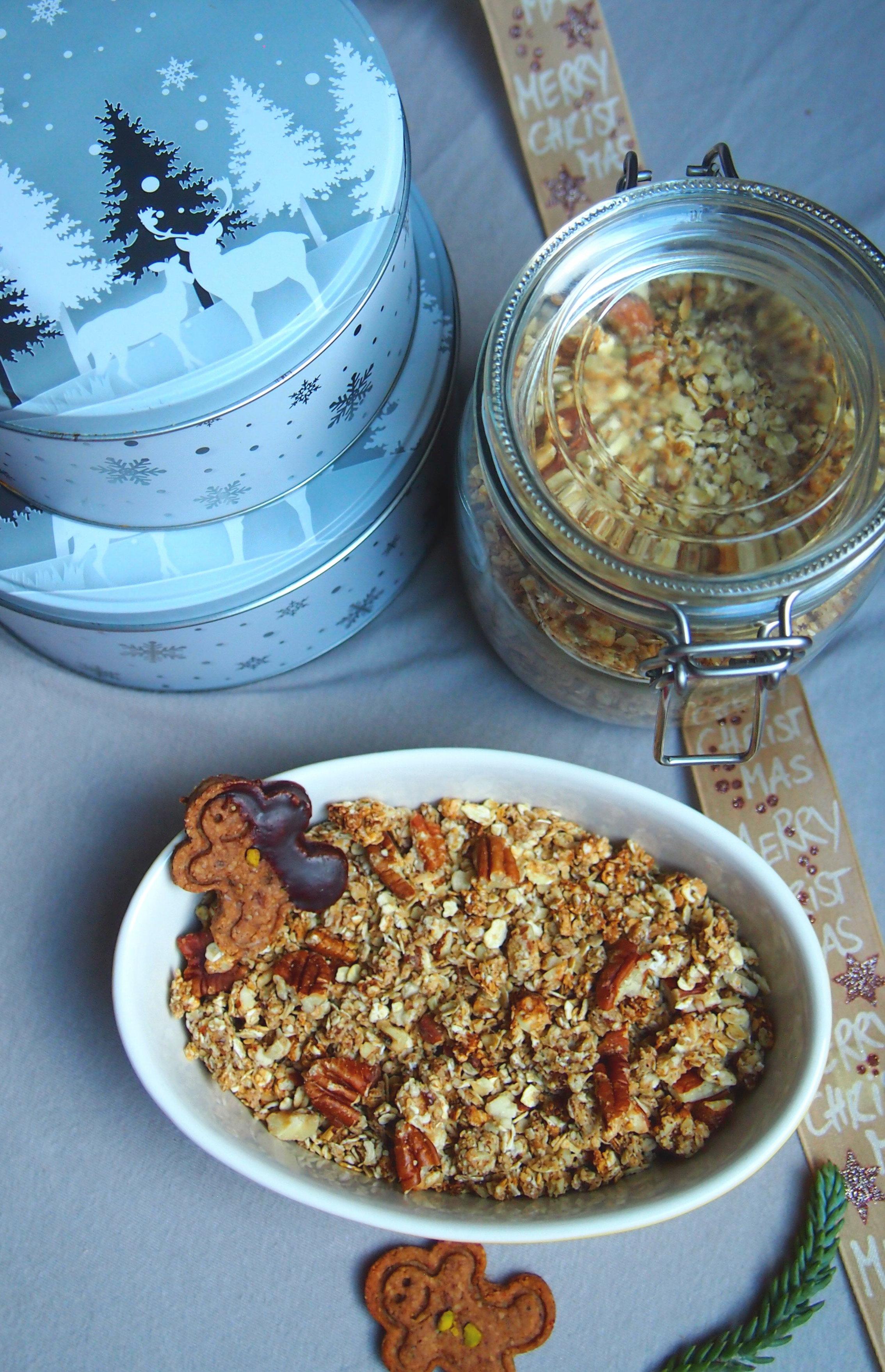 Weihnachtliches Lebkuchen Granola, vegan und ohne raffinierten Zucker