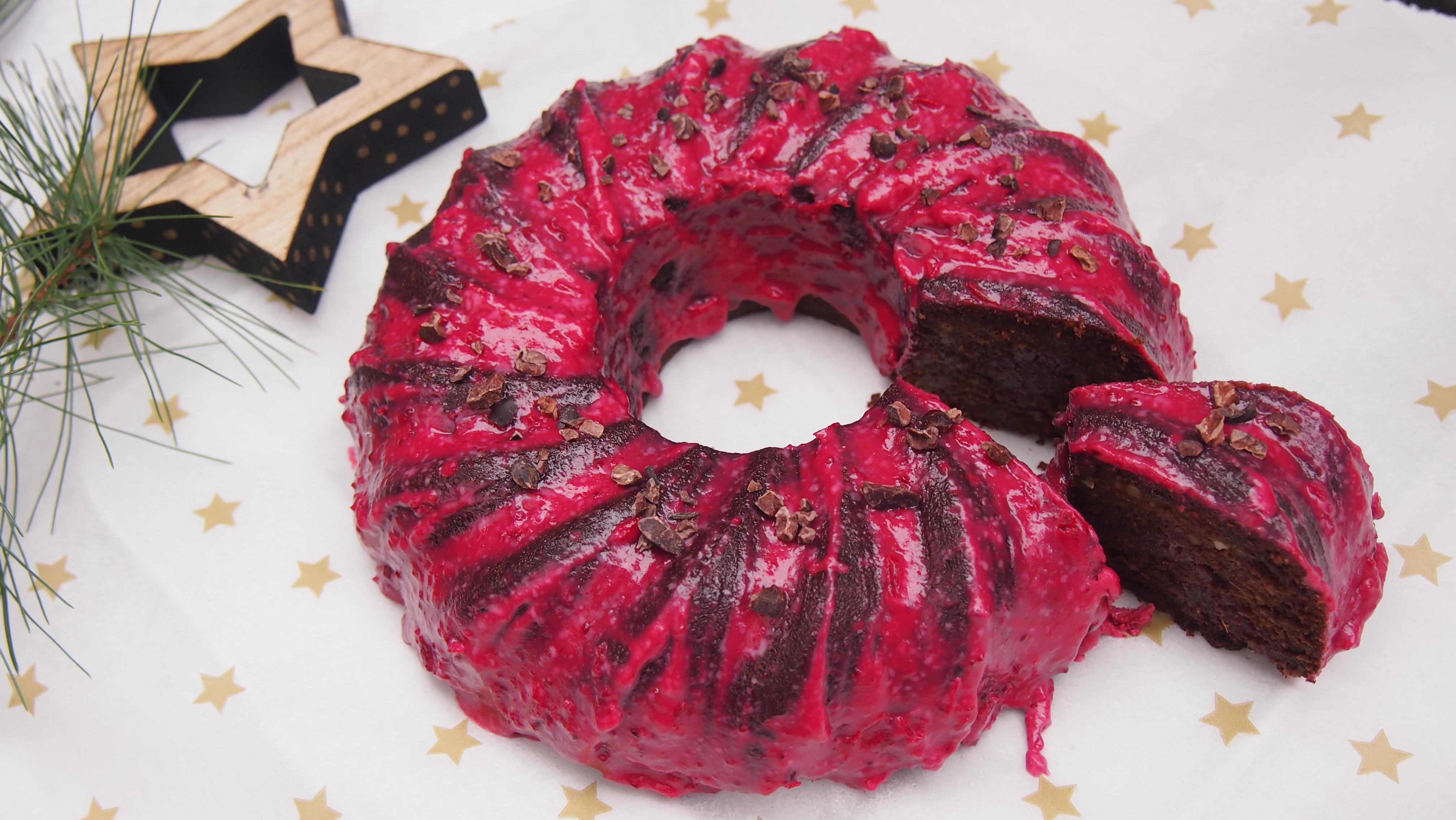 Veganer Gewürzkuchen mit Cranberry Glasur ohne raffinierten Zucker
