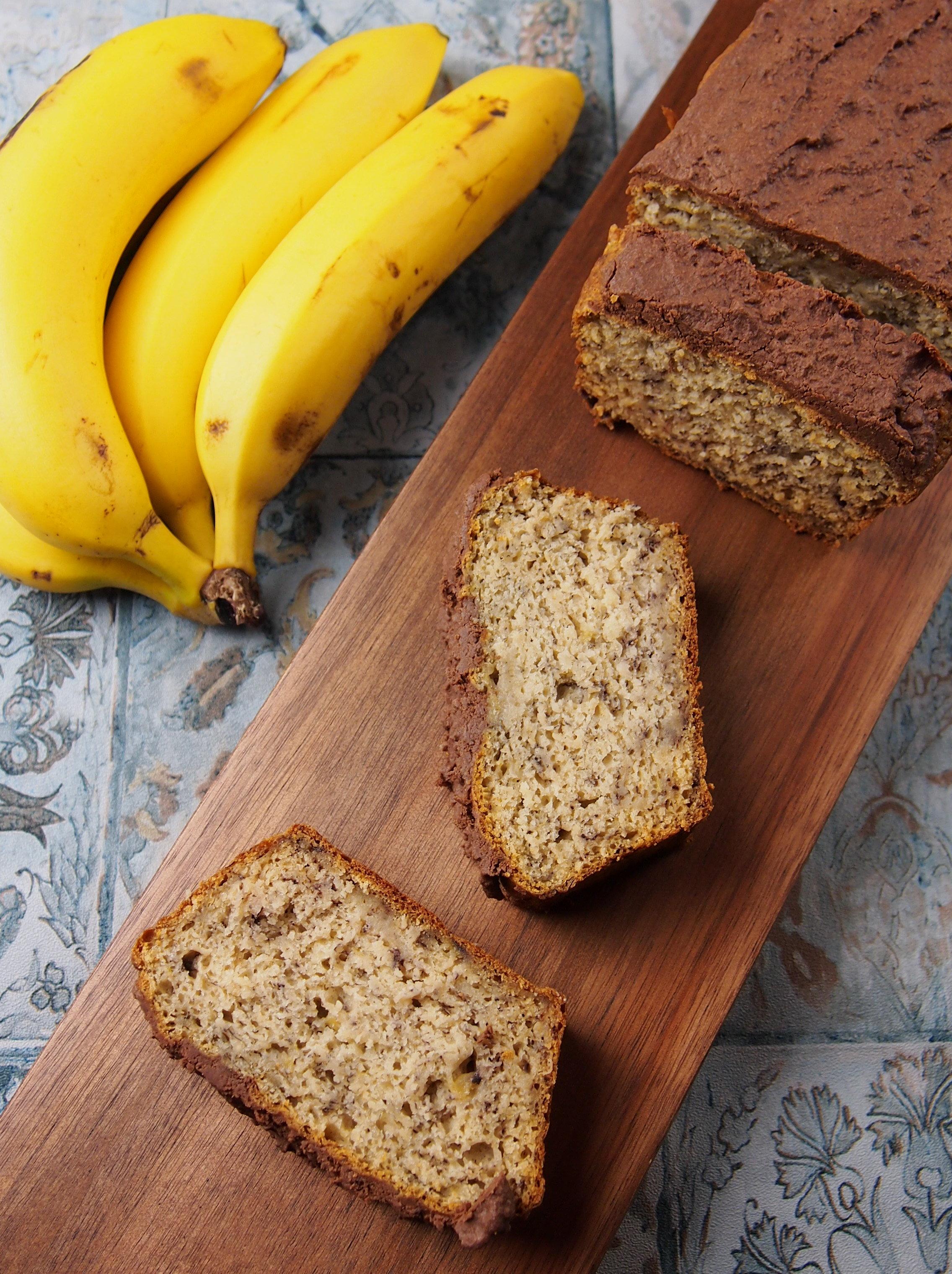 Veganes Bananenbrot mit Kokos ohne raffinierten Zucker