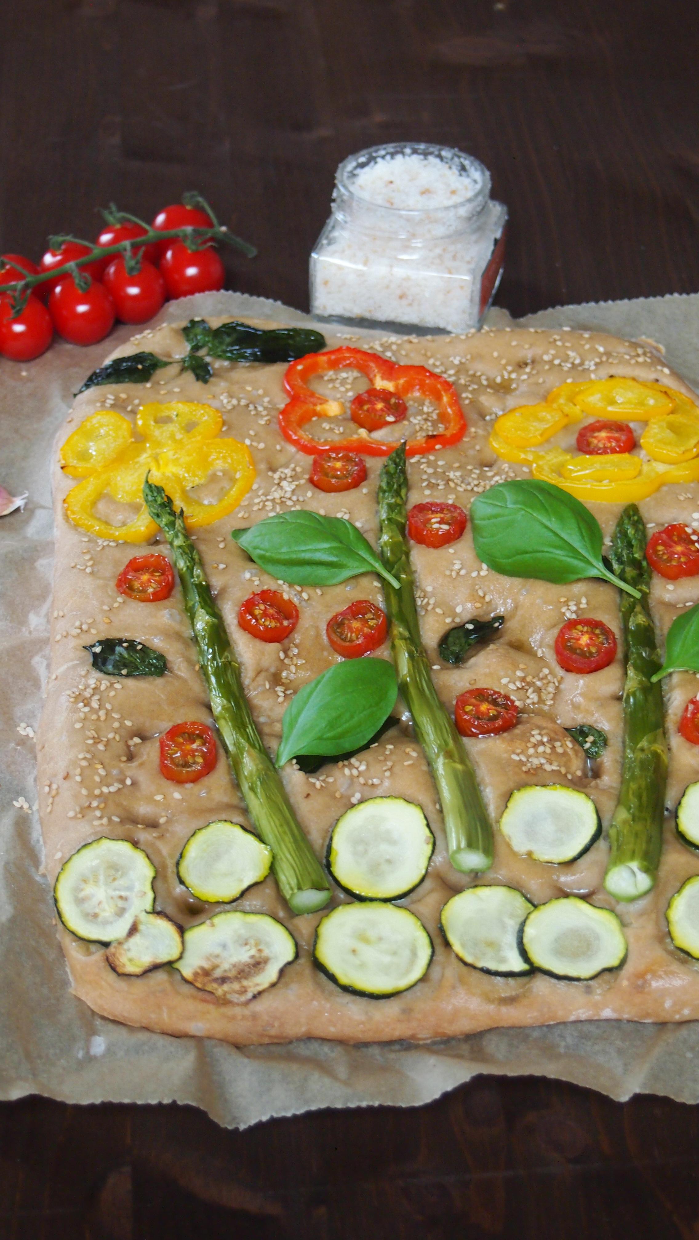 Veganes Garten Focaccia mit Dinkelmehl