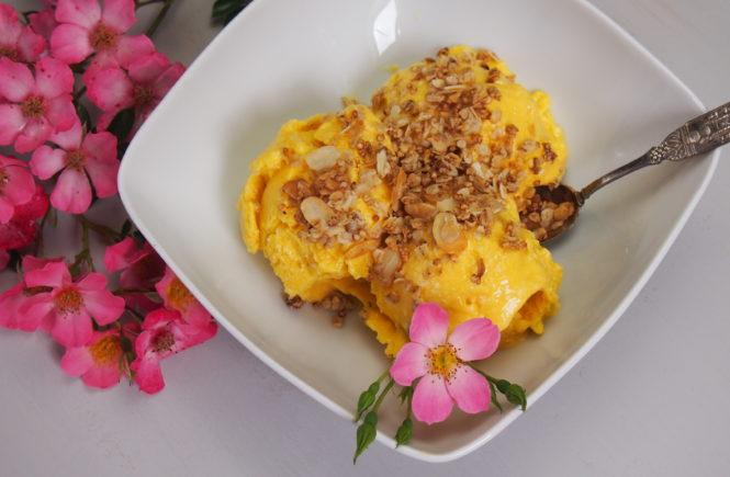 Mango Kokos Eis ohne Zucker und vegan