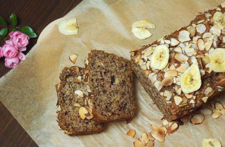 Veganes nussiges Bananenbrot ohne raffinierten Zucker