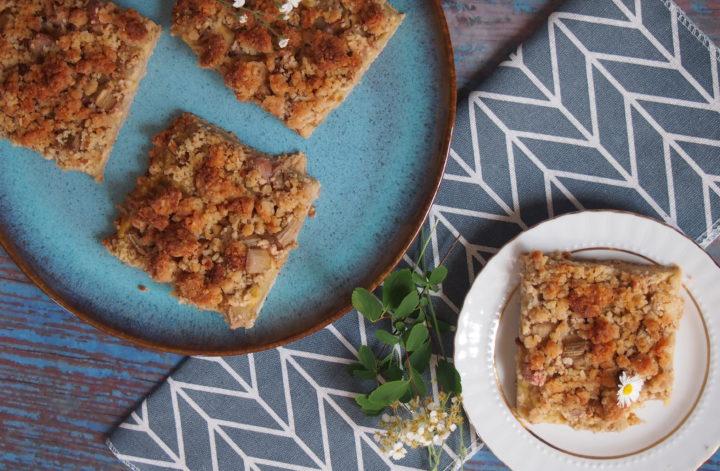Zuckerfreier veganer Rhabarberkuchen